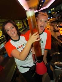 žirafa za pivo žirafa bowling